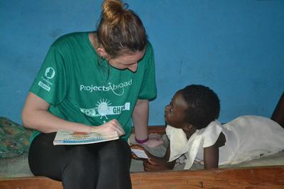 Loop stage in Ghana en doe kennis en vaardigheden op die aansluiten bij jouw studie tot sociaal werker.
