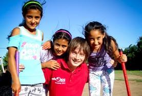 Geef als vrijwilliger hockey les aan kinderen in Argentinië en breng veel tijd op het sportveld door.