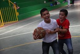 Ondersteun als vrijwilliger lokale coaches bij de sportlessen voor kinderen in Belize.