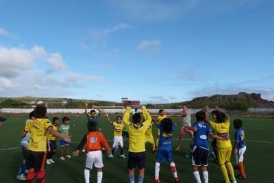 Community sportles geven in Ecuador