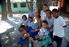 Geef gymles op een school in Costa Rica en laat de kinderen hun favoriete sport ontdekken.