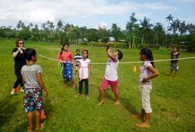 Help als vrijwilliger bij de gymlessen op scholen in Samoa.