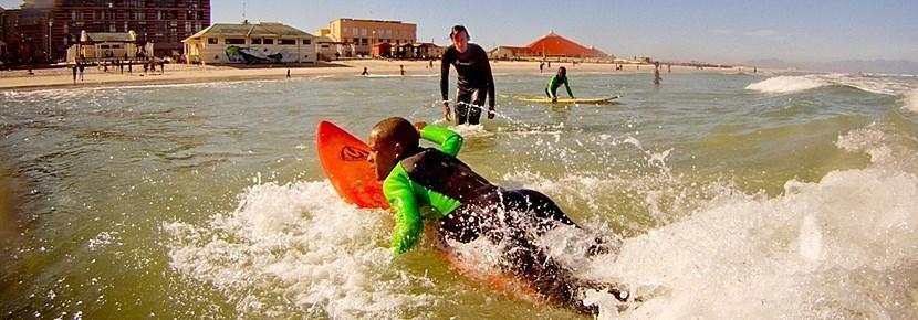 Vrijwilligerswerk sport project surfen