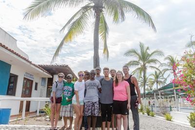 Je werkt tijdens de twintigersreis samen met vrijwilligers van over de hele wereld.