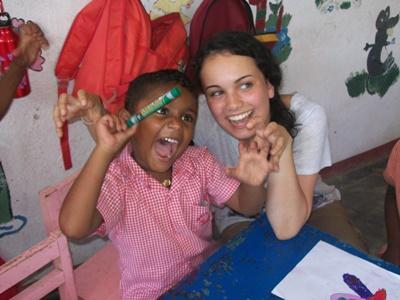 Tijdens jouw twintigersreis heb je niet alleen plezier met de lokale kinderen, maar ook met internationale leeftijdsgenoten.