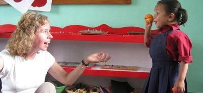 volwassenenreizen op een sociaal en samenleving project in Nepal