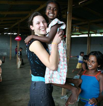 Vrijwilliger schenkt donatie aan Sociaal vrijwilligersproject
