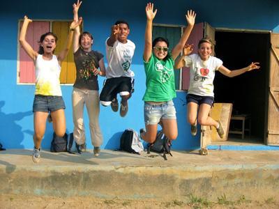 Vrijwilligers maken plezier tijdens vrijwilligerswerk
